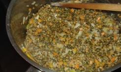 Ajouter les lentilles et mélanger. Add Lentils, stir and let cook 1 minute.