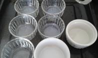 A côté préparer les ramequins sur la plaque. By side, put ramkins on deep baker sheet.