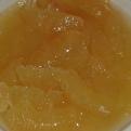 Presser le reste du pamplemousse au-dessus et vider le jus dans un verre. Press the rest of grapefruit ahead of glass