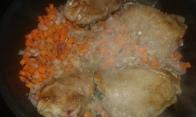 Faire suer la garniture arômatique. Add onions and carrots and sweat them 2 min