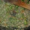 Une fois réduis , ajouter du brocoli précuit émietté, et un peu de carotte précuite légèrement hachée et la moitié du persil haché, laisser cuire 3 min à feu doux