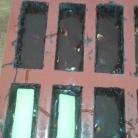 Mettre le caramel, et mettre le biscuit par-dessus, il faut qu'il reste 2 mm environ de hauteur.Put caramel but let place for biscuit and chocolate