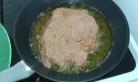 Frire dans une poêle dans 1 cm d'huile. start Frying them slowly