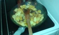 Dorer les pommes. To brown them