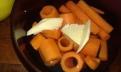 Pendant ce temps, couper les autres carottes en deux et à l'aide d'un vide-pomme, les creuser. Faire cuire les cylindre et les tubes au micro-onde pendant 16 minutes pleine puissance, avec une noix de beurre, une pincé de sel, et une pincée de sucre. Peel and make tubes with apple corer, both cook tubes and cylinders in micro-wave oven (water on hengh, salt butter and pinch of sugar) during 16 min.