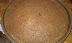 Vérifier si c'est cuit avec une fine lame et démouler aussitôt sur une grande assiette. Check if it's cooked wtih thin blade and unmould on large plate.