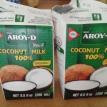 A côté, ouvrir les briques de lait de coco. By side open the coconut milk cartons.