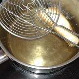 Tremper un morceau de filet dans la pâte et plonger doucement dans l'huile.Laisser cuire 2 minutes de chaque côté. faire de même pour les autres . Soak piece of cod in mix and dip slowly in oil. Let cook 2 minutes each side. Do the same for last others