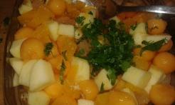 Et ajouter de la coriandre fraîche hachée, assaisonner avec du poivre. Bien mélanger et garnir les demi-melon. And add minced fresh coriander.garnish half water melon.