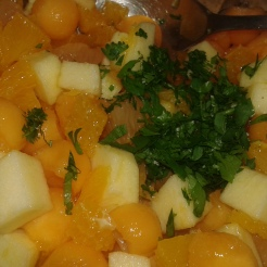 Et ajouter de la coriandre fraîche hachée, assaisonner avec du poivre. Bien mélanger et garnir les demi-melon. And add minced fresh coriander.garnish half water melon.