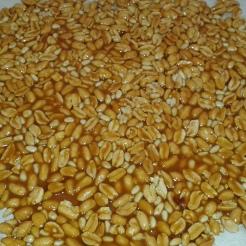 Vous obtiendrez comme une plaque molle de cacahuètes. Laisser durcir, c'est prêt. Vous pouvez ainsi utiliser tel quel pour décorer ou mixer pour incorporer dans de la crème. You'll obtain a peanuts cheet. Let harden.