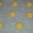 Former les choux de façon régulière sur la feuille de papier sulfurisé en les espaçant en quinconce.7. Mettre au four 20 minutes si les choux sont de taille raisonnable. S'ils sont gros, vous pouvez aller jusqu'à 25 min. Surtout ne pas ouvrir le four pendant la cuisson. form the choux (puff) on baker sheet. Dispose them regularly. 6. Bake in the oven for 20 minutes if it's a nromal size. 15 for smalls, and 25 for big. Never open the oven while it's cooking.