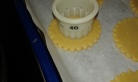 Marquer avec deux autres emporte-pièces plus petits. Mark with 2 other smaller pastry cutter