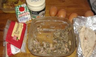 voilà les restes que j'avais, avec quelques oeufs en stock, et de la crème. Here are the rests i had in my fridge, and some eggs and fat cream