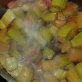 et Verser aussitôt la rhubarbe, et remuer.Pour immediately the rhubarb, and stir