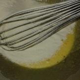 Bien les blanchir, et ajouter les 125 gr de farine tamisée. et la moitié d'un sachet de levure chimique. Stir to blanch them , and add the 4.41 Oz of flour and half bag of baking powder (0.1 Oz). well stir.