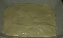 Recouvrir de crème, remettre une couche de biscuits, et ainsi de suite. Cover with cream, put back a layer of biscuits, and so on