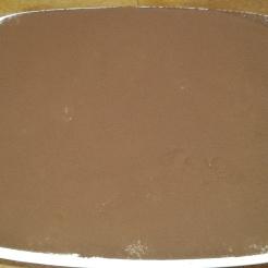 Retirer, et saupoudrer tout la surface de cacao en poudre, remettre au frais au moins 2 heures. Remove, and sprinkle quite the surface of cocoa powder, put back to the fridge at least 2 hours.