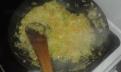 les faire suer dans une poêle assez haute. Sweat them with butter in pan.