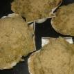 Parsemer de chapelure. Mettre au réfrigérateur 20 minutes. Préchauffer le four à 180 °. Mettre une noix de beurre sur chaque coquille, et mettre à cuire 20 minutes. Sprinkle thin breadcrumbs. Put in frdige 20 minutes. Awaiting preheat oevn at 356° F. Put an hazelnutnut of butter on the scallops shells and bake them in oven during 20 minutes.