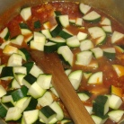 Ajouter les courgettes et laisser cuire 10 minutes, vérifier l'assaisonnement . Add zucchinis and let cook 10 minuites. Taste to check seasoning.