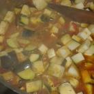 Couper et ajouter les aubergines et les pois chiches. laisser cuire encore 10 minuites . Cut and add aubergines wtih chickpeas. Let cook 10 minutes.
