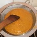 Passer la sauce à la passoire fine. Pass in fine sieve.
