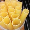 Faire tenir debout les cannelloni dans un récipient un peu haut. stand up tubes in box