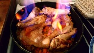 Remettre les cuisses, remuer un peu , et flamber au cognac. Put bak legs, stit a bit and burn with cognac.