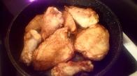 Faire rissoler les morceaux de poulet avec un peu de beurre feu 3/4 de chaque côté. Brown pieces of chicken each side with little bit butter. 3/4 burner