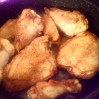Faire rissoler les morceaux de poulet avec un peu de beurre feu 3/4 de chaque côté. Brown pieces of chicken each side with little bit butter. 3/4 burner