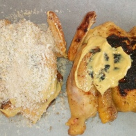 Une fois les deux coquelets grillés, les enduire de moutarde .Once both young cockerels roasted, to coat them with mustard