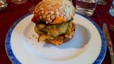 Finir de garnir les burgers avec les steaks et courgettes .servir. bonne dégustation. Finish the burgers with steak and zucchinis and serve. enjoy tasting
