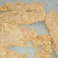 Paner les filets de poisson dans l'ordre farine oeuf chapelure. Cover the fish filet, in three steps , flour , eggs, and breadcrumbs.