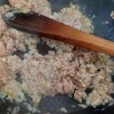 Suer les échalotes et ajouter les champignons mixés. Sweat shalots and add mushrooms